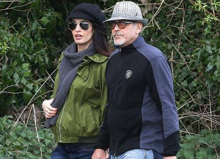 Прогулка вдоль реки: Джордж и Амаль Клуни провели выходные за городом