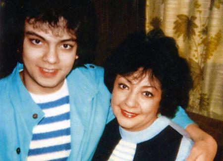Филипп Киркоров почтил память мамы в ее день рождения и поделился архивными фото