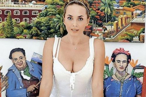 Сестра Жанны Фриске опубликовала неизвестные фото беременной певицы