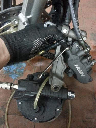 Honda VFR прокачка тормозов