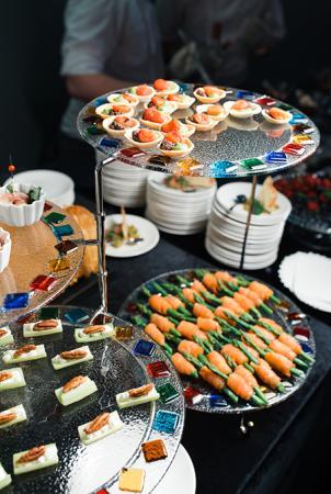 Угощения на вечеринке представлял шеф-повар ресторана AVENUE Давид Дюсс