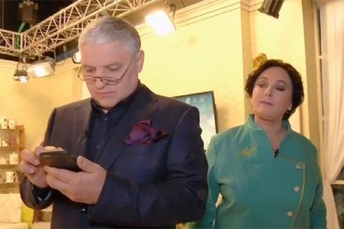 Лариса Гузеева и ее муж Игорь Бухаров живут отдельно, встречаясь на съемках новой программы, которую ведут вместе