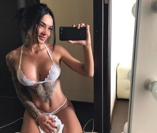 Марина Мексика хвастается увеличенной грудью