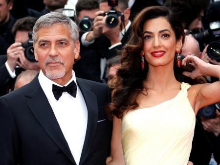 Беременная жена выгнала Клуни за храп и распитие текилы