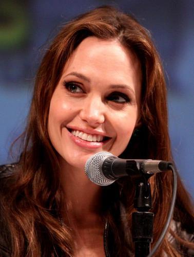 Анджелина Джоли покупает новый особняк под Лос-Анжелесом