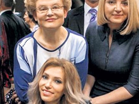Малышева пообещала вылечить Самойлову