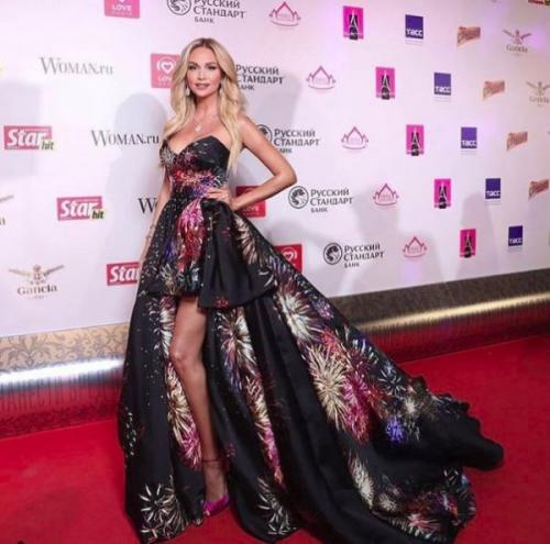 Лопырева отвадила внимание зрителей от «Мисс России-2017» глубоким декольте