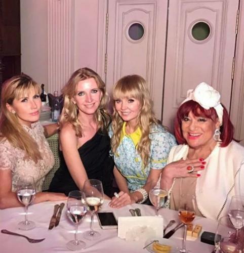 Валерия собрала друзей на роскошный прием