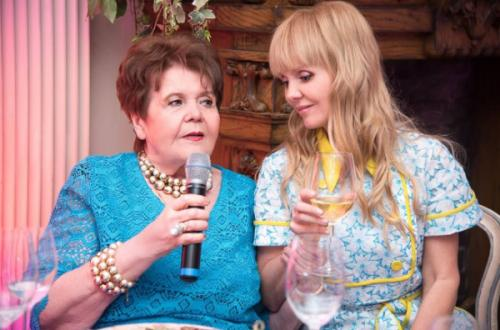 Валерия показала поклонникам фото своей мамы