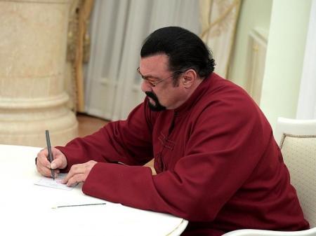 Украина закрыла границу Стивену Сигалу