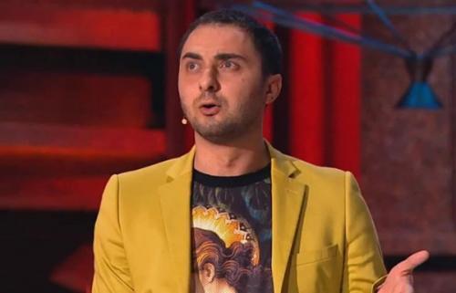 Демис Карибидис и резиденты Comedy Club примерили образ группы «Грибы»