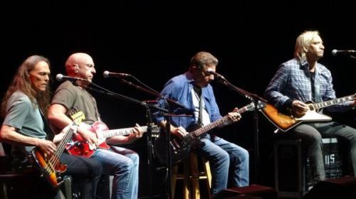 Музыкальная рок-группа Eagles подала в суд на мексиканскую гостиницу Hotel California