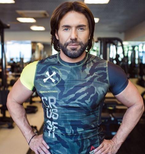 Андрей Малахов показал мускулы