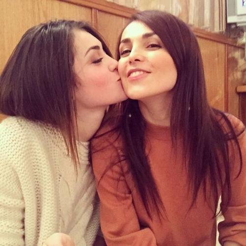Сати Казанова с сестрой Мадиной