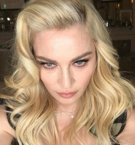 Стареющая Мадонна опубликовала обнаженное фото