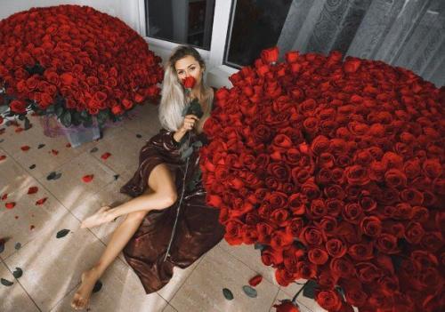Виктория Боня получила в подарок 1500 красных роз