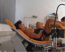 Порно фото у гинеколога засунутые приборы во влагалище 388